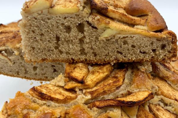 Torta di mele con farina di castagne al profumo di cannella